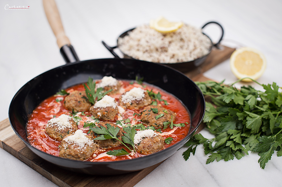 Fleischbällchen in Tomatensauce mit Reis