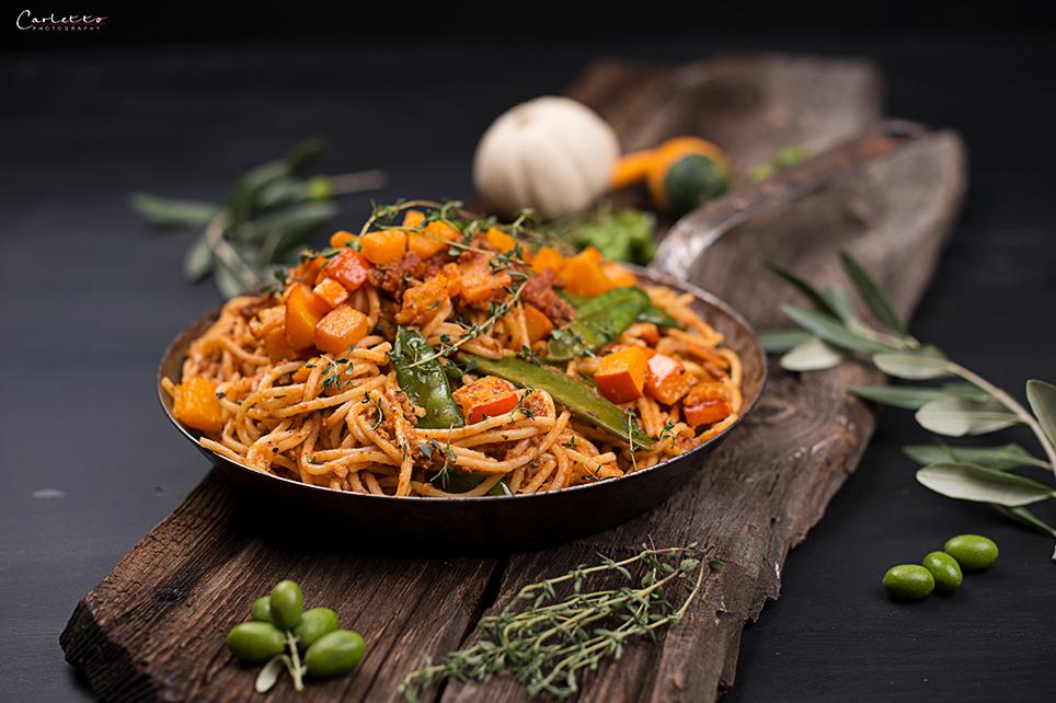 Spaghetti mit Kürbis und veganem Sugo Bolognese, Vegane Kürbispasta