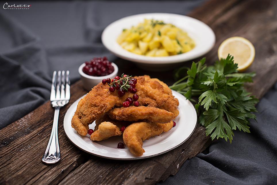 Wiener Erdäpfelsalat mit Senfschnitzel