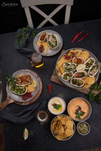 Fiesta Party Tisch mit Tortillas, Tacos und Dips