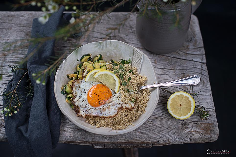 grüne Frühstücksbowl