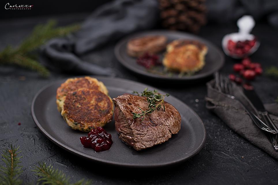 Kartoffel Käse Taler mit Rindersteaks & Rahmsauce