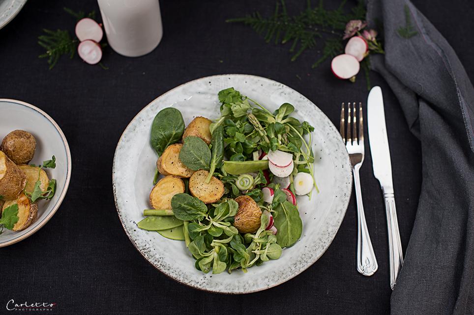 Frühlingssalat mit Röstkartoffeln