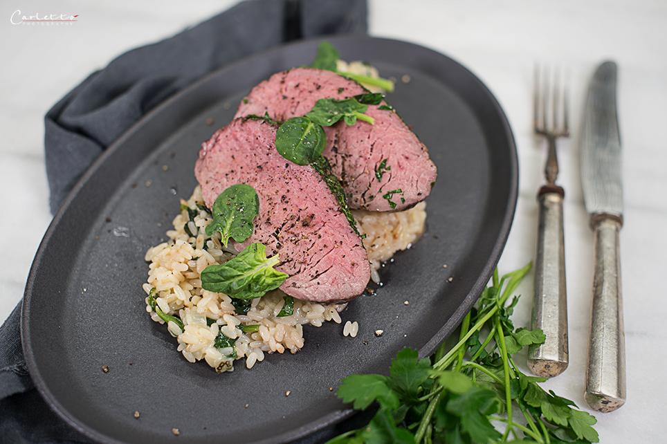 Rinderfilets im Kräutermantel mit Risotto & Spinat