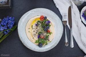 Hummus mit Gemüsetopping
