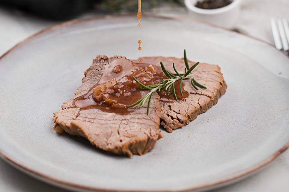 Weisses Scherzel vom Rind mit Schalotte-Rotwein-Sauce