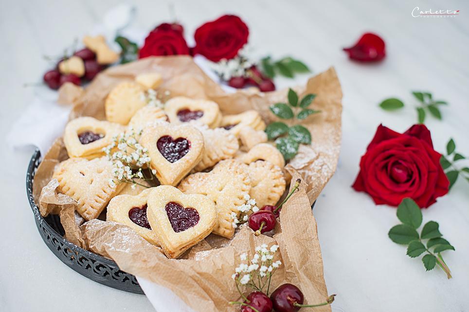 Mini Herz Hand Pies mit Kirschmarmeladenfüllung