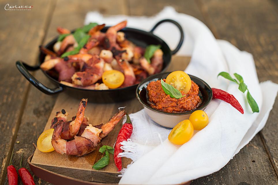 Speck Shrimps mit rotem Pesto