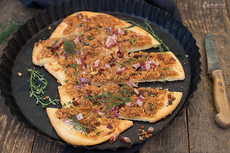 Pikanter Speck Streuselkuchen