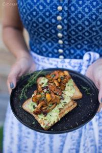 Dinkelt Toast mit Avocado & gerösteten Eierschwammerln