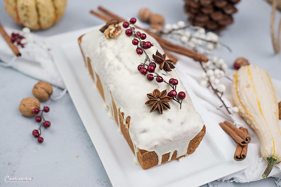 Kürbis Cranberry Brot mit weißer Glasur