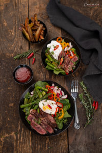 Steak Salat Bowl mit Ofenpommes