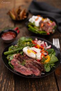 Steak Salat Bowl mit Ofenpommes