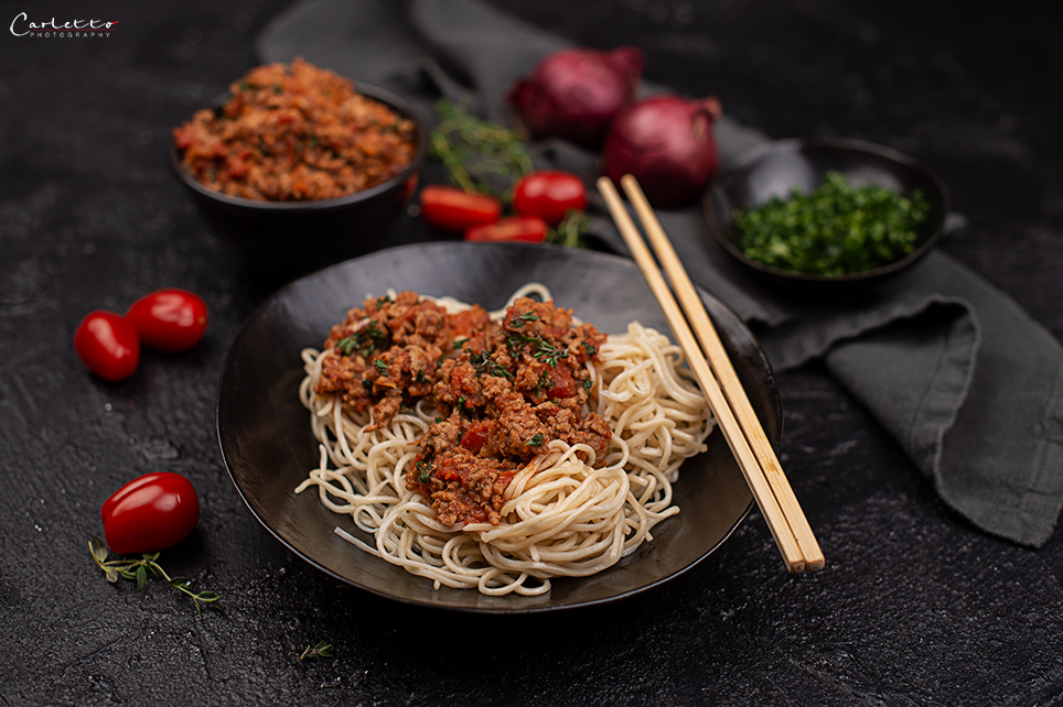 Asia Bolognese mit Mie Eiernudeln