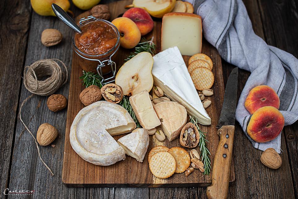 Französische Käseplatte mit Pfirsich Chuntey