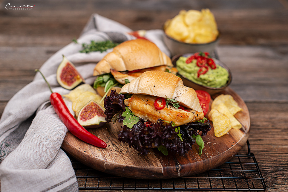 Spicy Hphner Sandwiches mit Acovado Chili Dip
