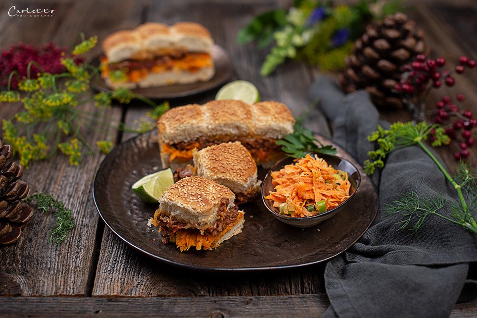 Hoisin Miniburger mit Karotten Limetten Slaw