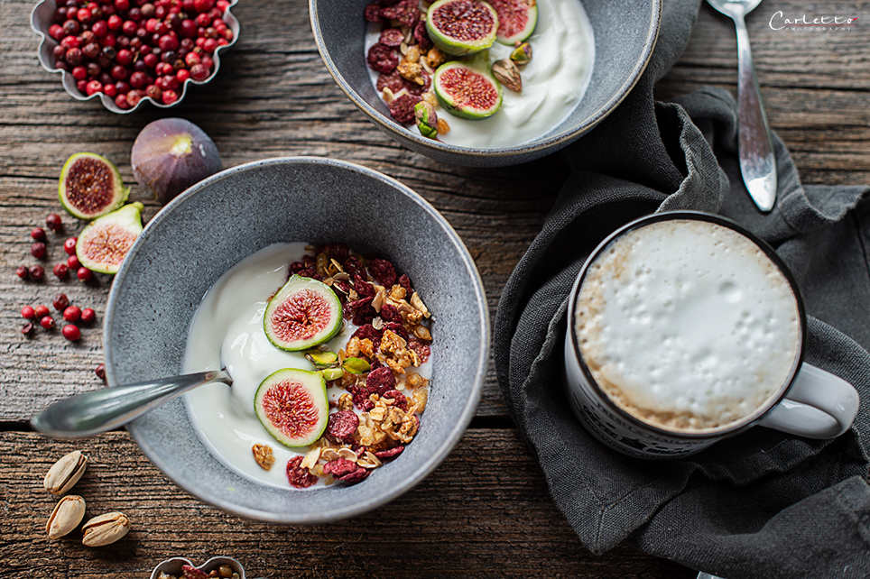 Joghurt Bowl mit Cranberry Granola