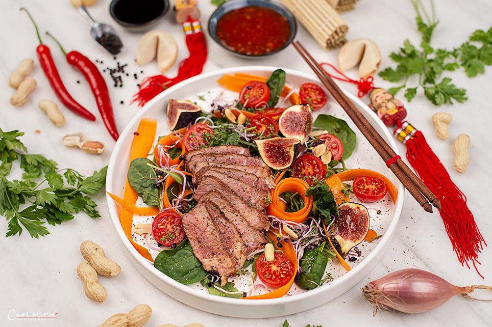 Chinesische Frühlingsrollen gefüllt mit Lachs und Spinat