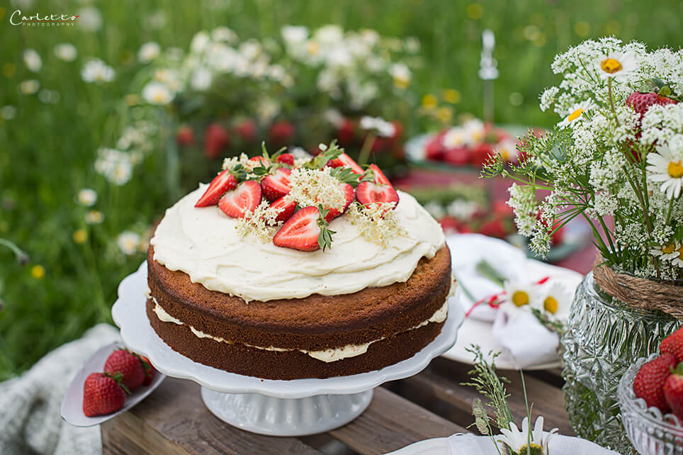 Holunderblüten Creme Torte